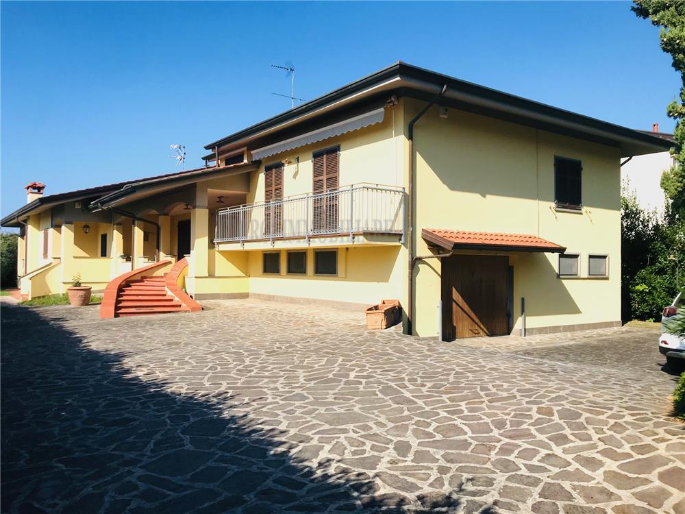 Carrara Vendita Villa Fossone rif: 1285