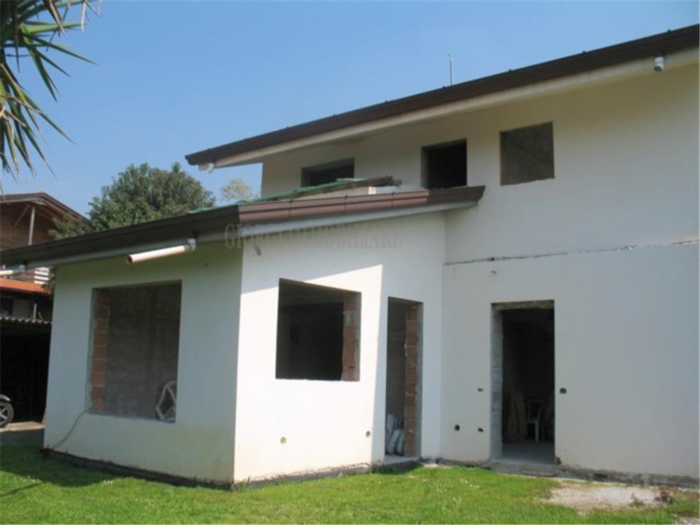 Montignoso Vendita Casa Indipendente Debbia rif: 360