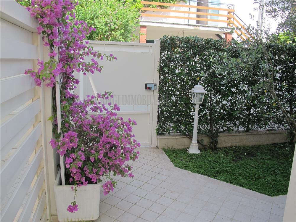 Montignoso Vendita Villa Bifamiliare Cinquale rif: 832